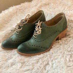 Rare Frye green lace up Oxfords